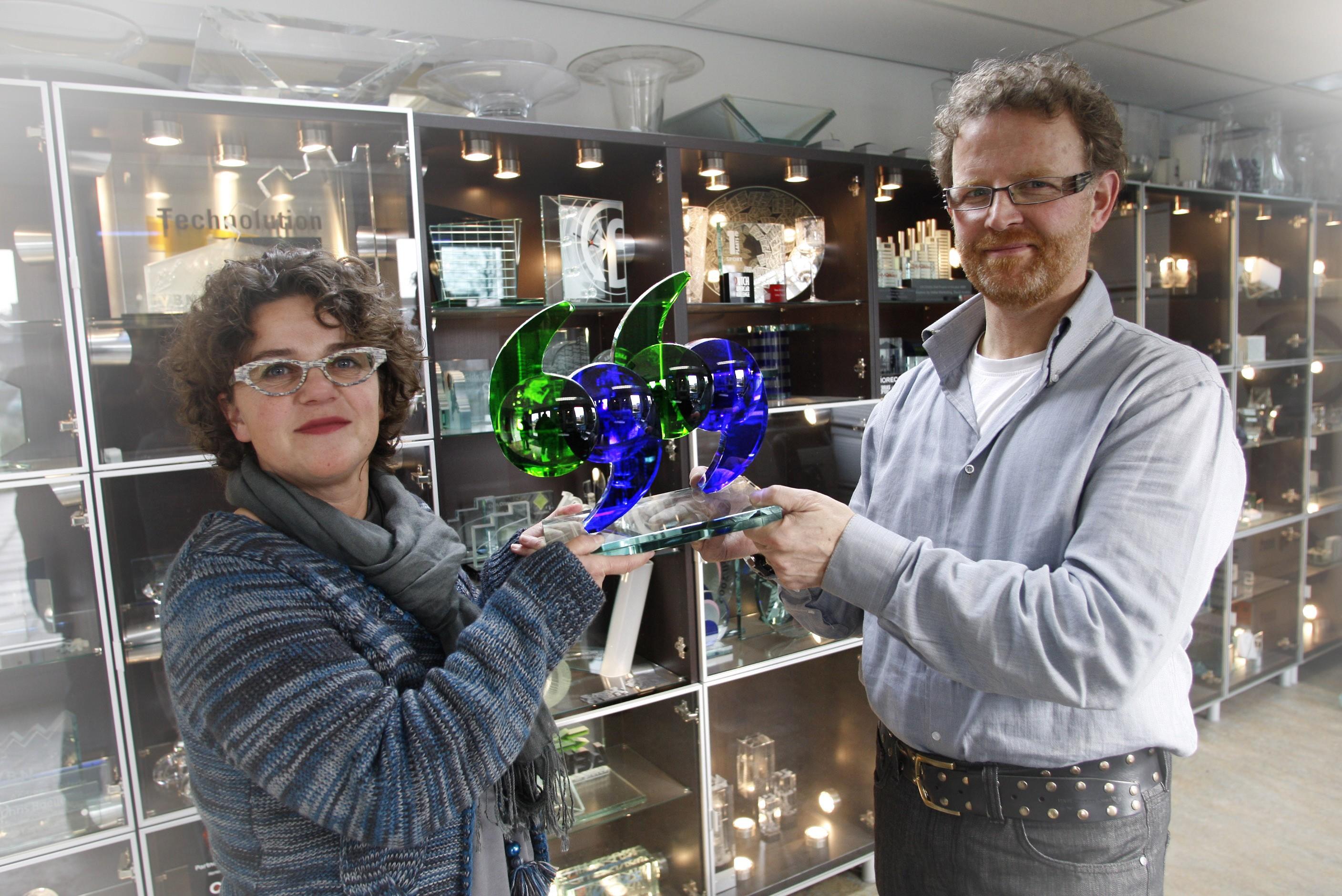 BUSINESS GLASS: WAT DOEN ZE NU EIGENLIJK – YOUTUBE
