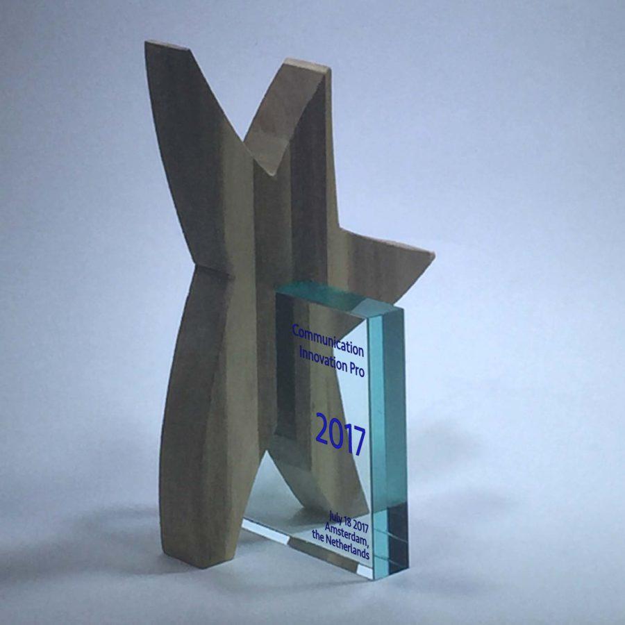 AWARD CONCEPTS: VEEAM Human Star Acacia-Glass Award