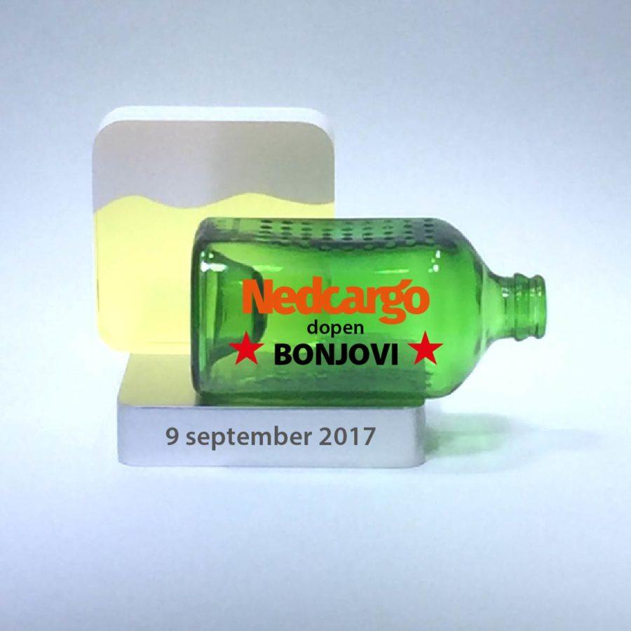 Tombstones: NedCargo Bonjovi Heineken World Bottle Tombstone, geel kristal op aluminium voet.
