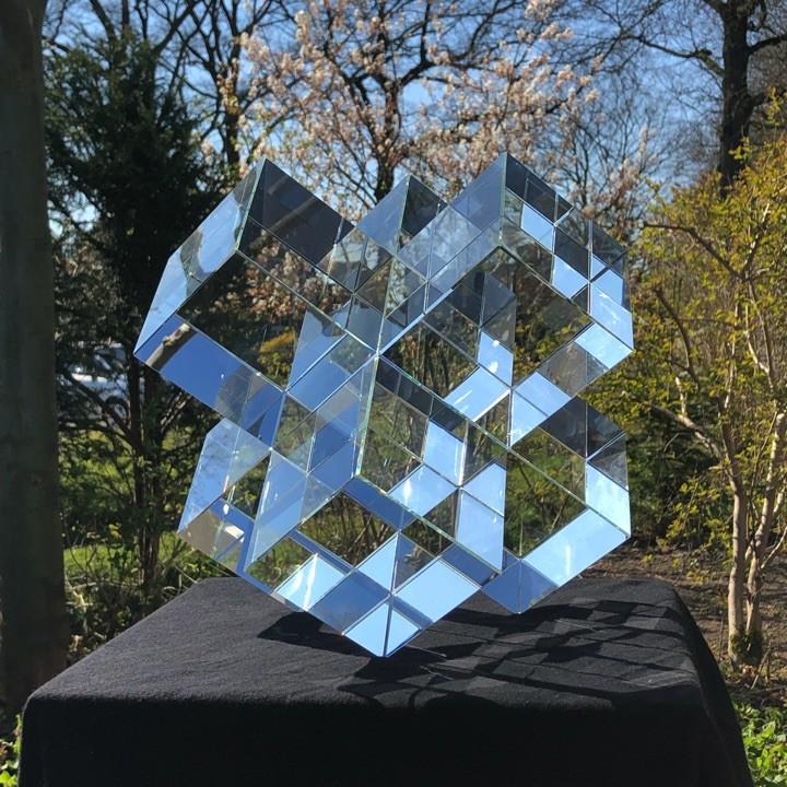 BUGL GLASS ART: Fragmented Reality